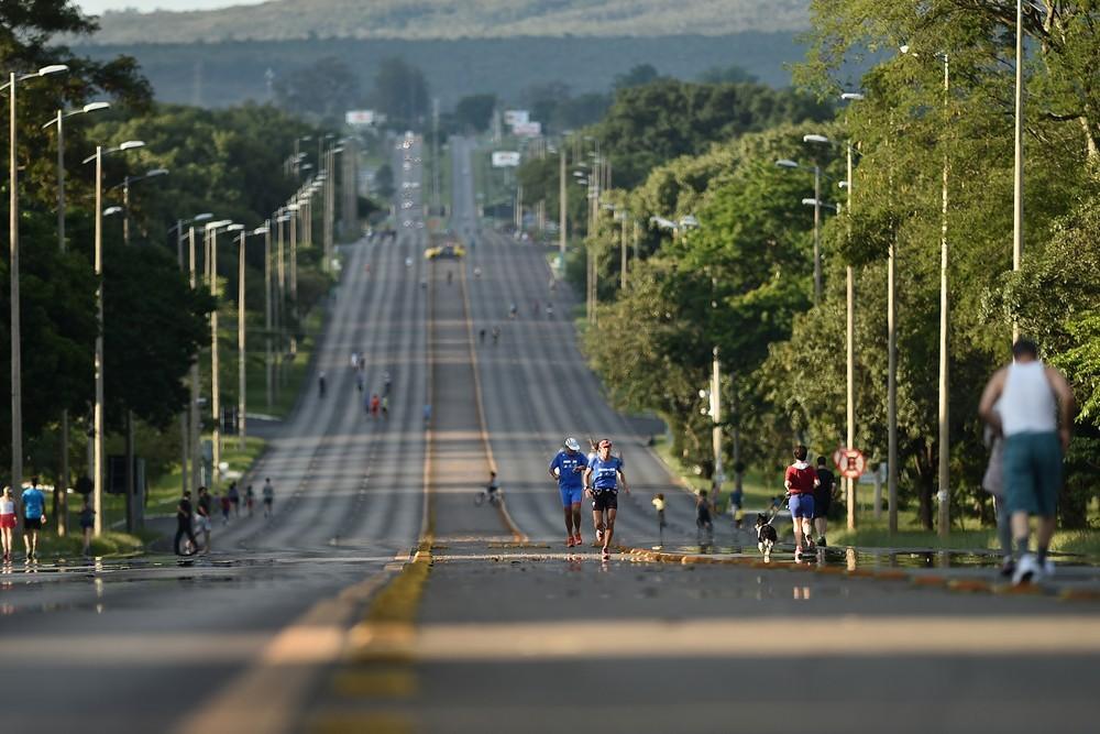 Eixão de Brasília corta as 'Asas' sul e norte da cidade  (Foto: André Borges/Agência Brasília)