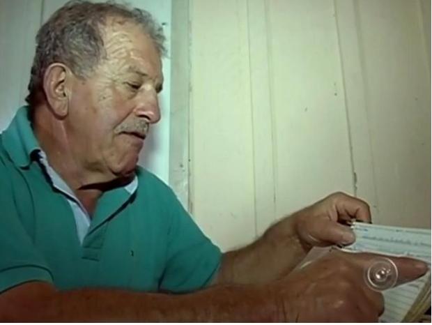 Dicionário é montado há 15 anos por morador de Itararé (Foto: Reprodução/ TV TEM)